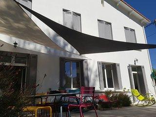 Spacious villa with nice garden close to the beach
