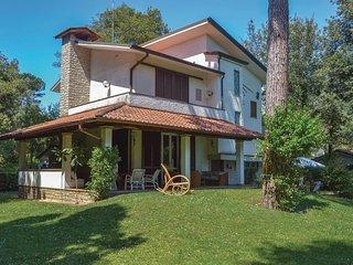 5 bedroom Villa in Motrone di Versilia, Tuscany, Italy : ref 5545520