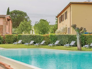 3 bedroom Apartment in La Luna, Tuscany, Italy : ref 5540214