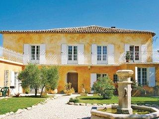 5 bedroom Villa in L'Isle-sur-la-Sorgue, Provence-Alpes-Cote d'Azur, France : re