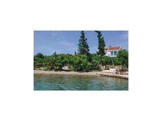 3 bedroom Villa in Loviste, Dubrovacko-Neretvanska Zupanija, Croatia : ref 55629