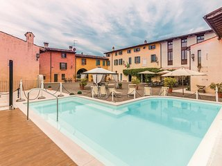 2 bedroom Apartment in Castellaro Lagusello, Lombardy, Italy : ref 5543122