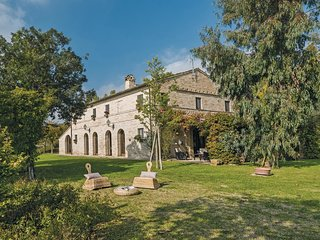 6 bedroom Villa in San Claudio Stazione-Trodica, The Marches, Italy : ref 554870