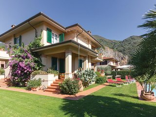 3 bedroom Villa in Camaiore, Tuscany, Italy : ref 5549517