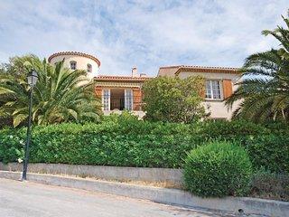 3 bedroom Villa in Les Issambres, Provence-Alpes-Côte d'Azur, France : ref 55391