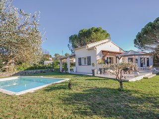 3 bedroom Villa in Saint-Marc-Jaumegarde, Provence-Alpes-Cote d'Azur, France : r