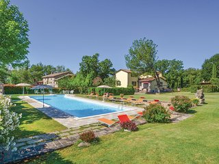 7 bedroom Villa in Petriolo, Umbria, Italy : ref 5545469
