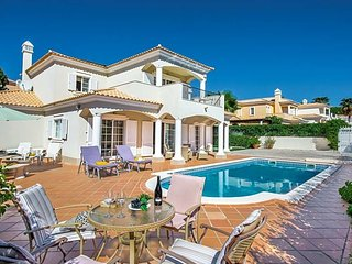 4 bedroom Villa with Pool, Air Con and WiFi - 5608346