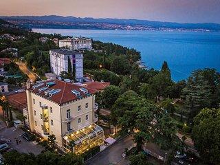 15 bedroom Villa in Lovran, Primorsko-Goranska Županija, Croatia : ref 5556049