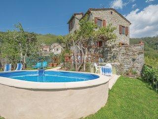 4 bedroom Villa in Lugnano-Monti di Villa, Tuscany, Italy : ref 5540291