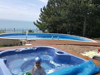 lovely villa with pool&Jacuzzi;Sea veiw