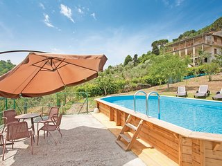 3 bedroom Villa in Mommio Castello, Tuscany, Italy : ref 5540510