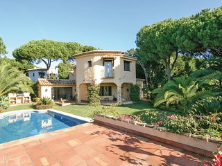4 bedroom Villa in Marbella, Andalusia, Spain - 5538354