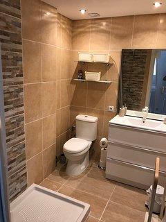 Double bedroom shower room