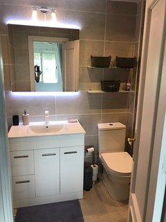 King bedroom Shower room