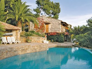 2 bedroom Villa in Carqueiranne, Provence-Alpes-Côte d'Azur, France : ref 554814