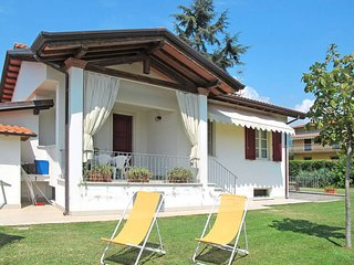 2 bedroom Villa in Ripa-Pozzi-Querceta-Ponterosso, Tuscany, Italy : ref 5447751