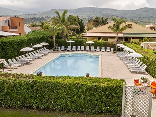 Case Vacanze Paradise Beach 7° pool and beach ad 8 km da Cefalù
