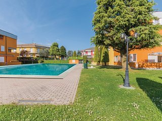 2 bedroom Apartment in Scannabue-Cascine Capri, Lombardy, Italy : ref 5544945