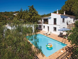 4 bedroom Villa in Bordeira, Faro, Portugal : ref 5540828