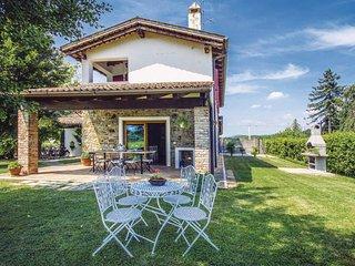 4 bedroom Apartment in Capriva del Friuli, Friuli Venezia Giulia, Italy : ref 55