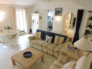 Large two bed apartment in the heart of Grimaud Village.
