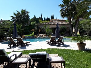 Amazing luxury home with pool and Jacuzzi close to shops and Polygone Riviera
