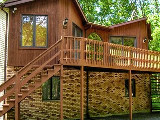 Central located, pet friendly cozy Pocono mountain cabin.