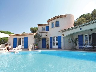 3 bedroom Villa in Sainte-Maxime, Provence-Alpes-Côte d'Azur, France : ref 55390