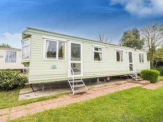 6 Berth caravan in Breydon Water Holiday Park near Great Yarmouth Ref 10020 RP