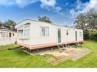 8 Berth caravan in Breydon Water Holiday Park near Great Yarmouth. REF 10013