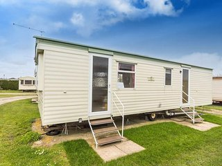 6 Berth caravan in Breydon Water Holiday Park near Great Yarmouth Ref 10002 AC