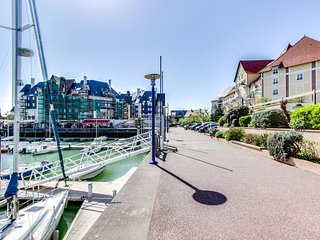 2 bedroom Apartment in Cabourg, Normandy, France : ref 5554434