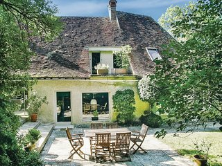 4 bedroom Villa in Saint-Georges-sur-Baulche, Bourgogne-Franche-Comte, France :