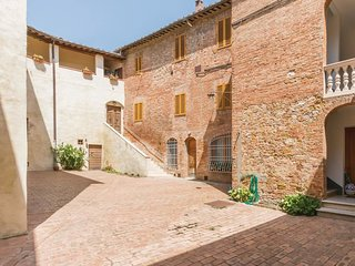 3 bedroom Apartment in Siena, Tuscany, Italy : ref 5547713
