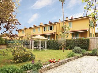 4 bedroom Villa in Capezzano Pianore, Tuscany, Italy : ref 5540493