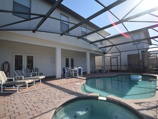 Upscale Lakeside Villa just 20 Minutes from Disney in beautiful Gated Community