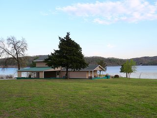 Beautiful 5 Bedroom Waterfront House on Grand Lake - Private Dock - Boat Ramp