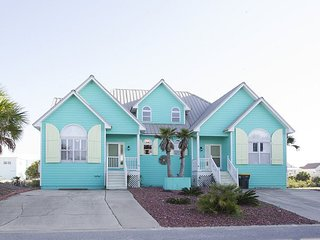 Bright and Spacious Beach House with Spacious Patio