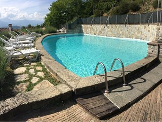 *LAST MINUTE* Podere Beatrice 20P Large pool, Free WiFi, BBQ near 5 Terre