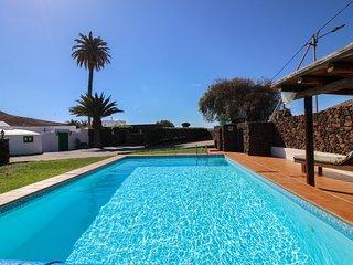 Encantadora casa historica con piscina compartida!