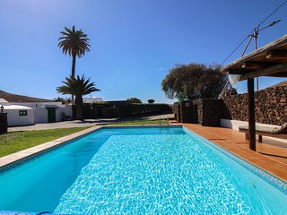 Encantadora casa con piscina compartida!Ref.194935