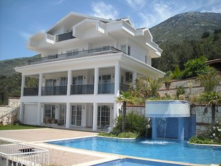 Whispering Palms -5 Bedroom Luxury Villa - OvacIk