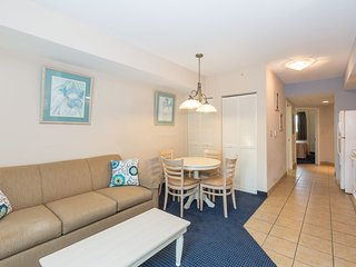 Bright Full-Service Marina View Suite with Balcony | Pool + Hot Tub!