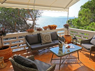 Zadar center beach apartment- DIRECTLY ON THE SEA