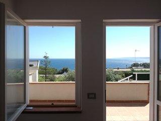 Accogliente appartamento con terrazza vista mare.