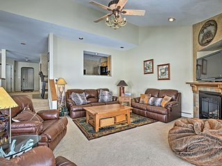 NEW! Copper Mtn Townhome w/Hot Tub on Golf Course!