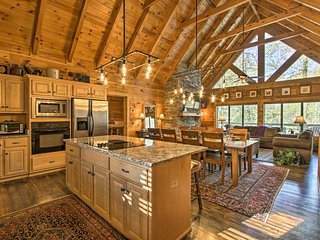 NEW-Luxury Sevierville Cabin w/Hot Tub & Game Room