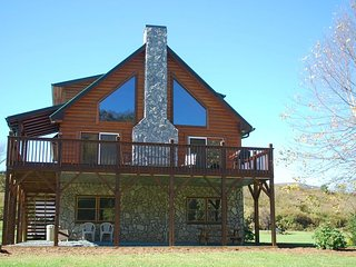 Waters Edge-Riverfront, Pet Friendly, Flat, Large Yard, Fire Pit