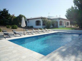 Moderno chalet con A/A y piscina privada, WiFi gratis